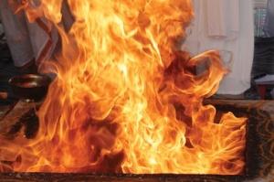 2013-12-02-yagna-fire